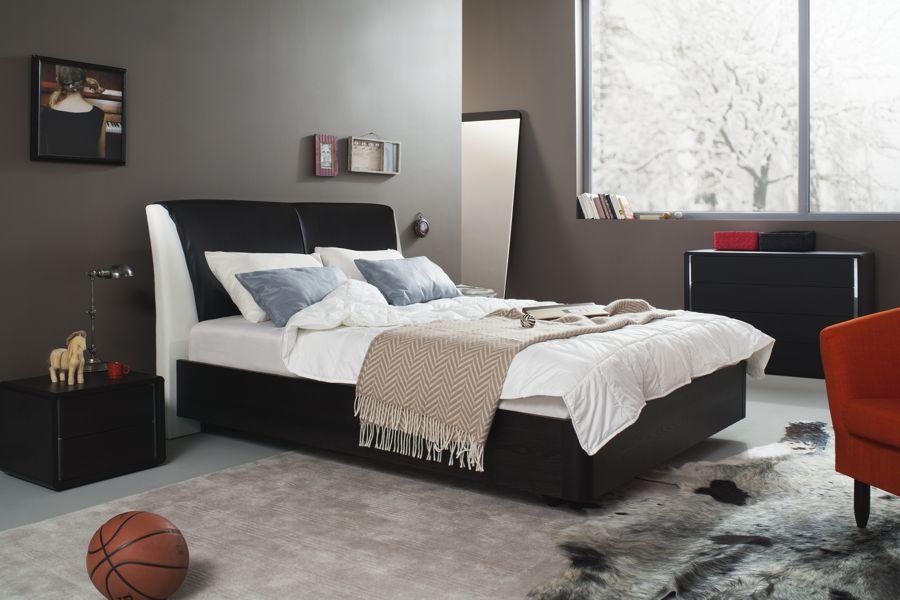 Не стоит экономить на материалах и покупать дешевую кровать, лучше остановить свой выбор на моделях, изготовленных из деревянного массива или металла