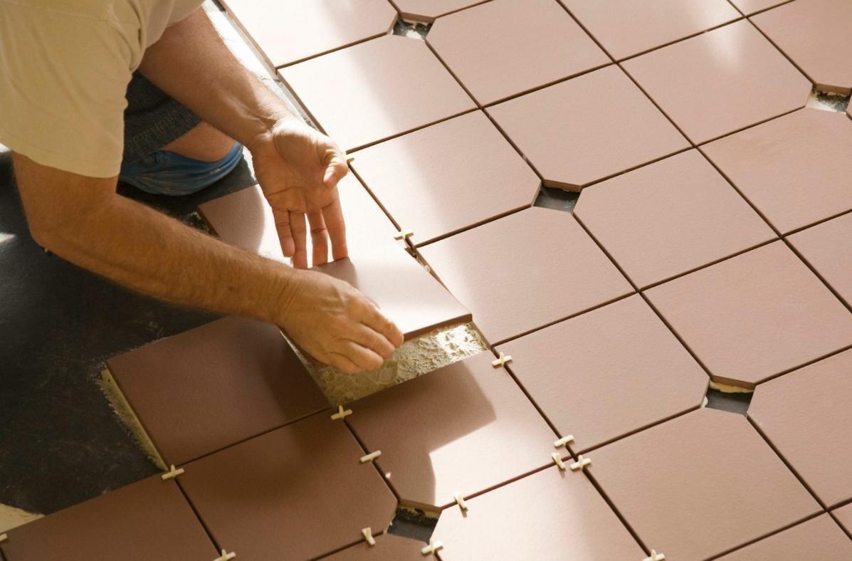 Многие специалисты отмечают, что вполне возможно произвести укладку плитки на фанеру