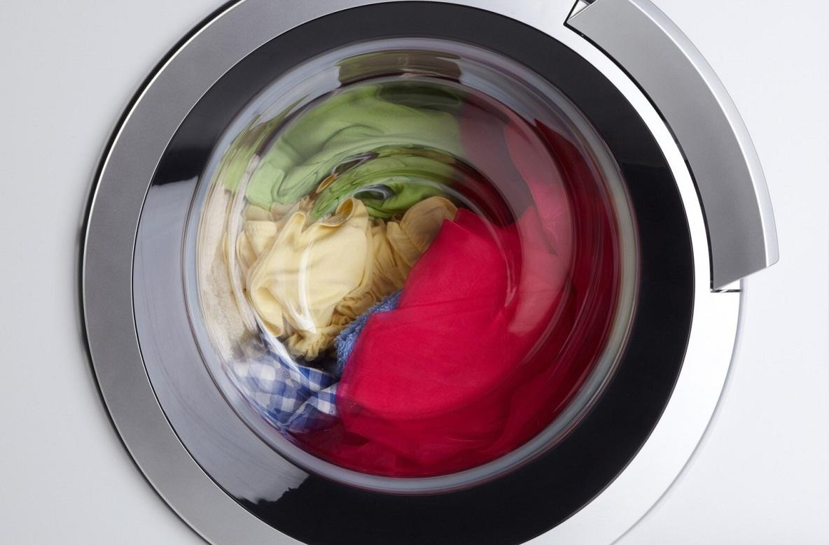 Если стиральная машина не отжимает, то на дисплее должен появится код ошибки, расшифровать который можно, изучив инструкцию