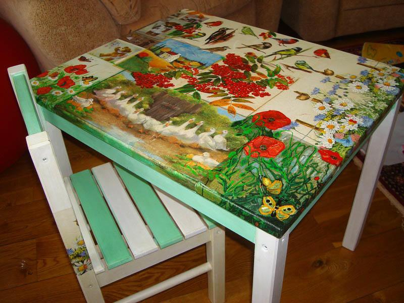 Для декупажа стола можно использовать как целостные рисунки, так и использовать фрагменты разных, удачно сочетая между собой