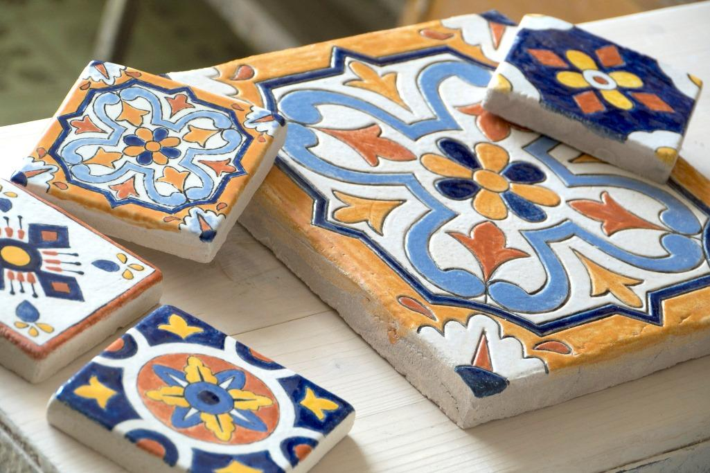 Изготовить керамическую плитку под силу даже новичку, если правильно следовать этапам ее изготовления