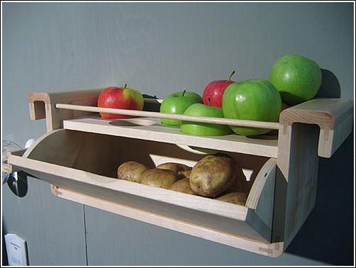 Декоративный полни на кухне могут не только играть эстетическую роль, но и быть в полной мере функциональными