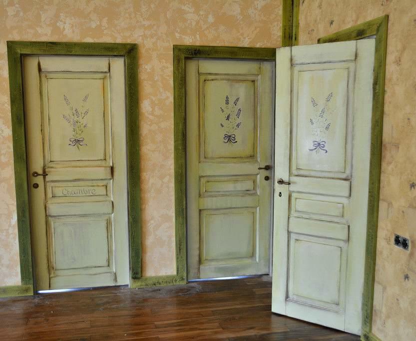 Ознакомиться с различными примерами красивой отделки межкомнатных дверей можно с легкостью в интернете