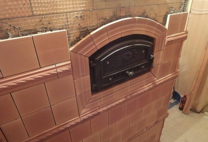 Облицовка печи плиткой поможет вписать ее в интерьер помещения