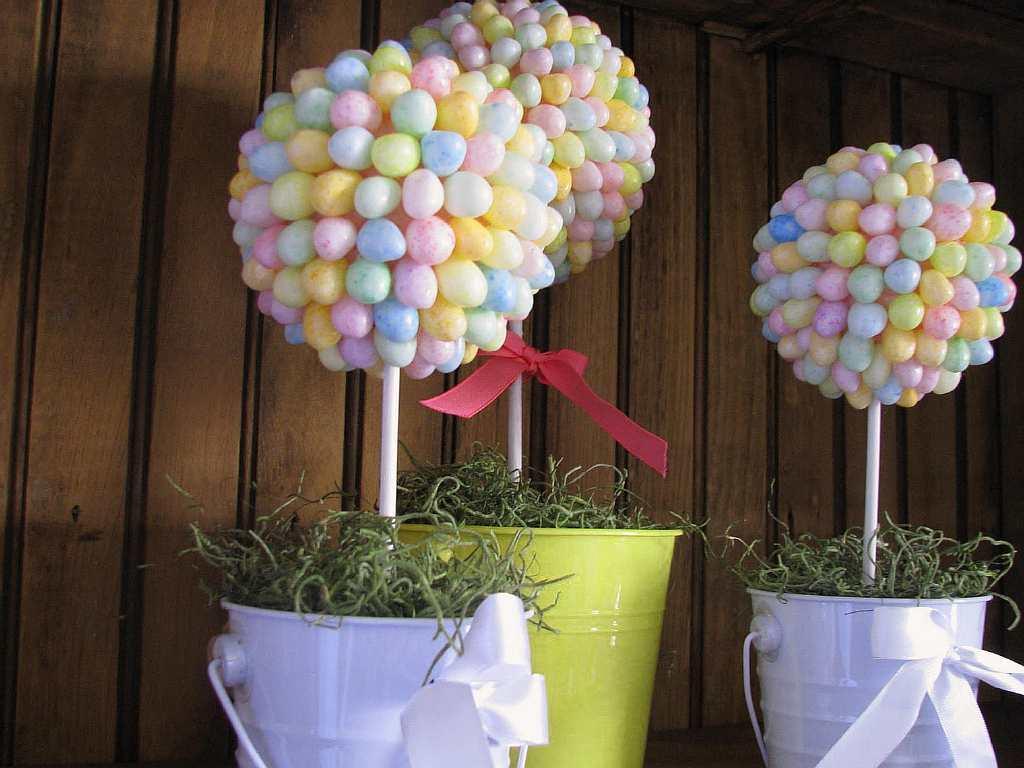 Отличным подарком на День Рождения будет топиарий из конфет