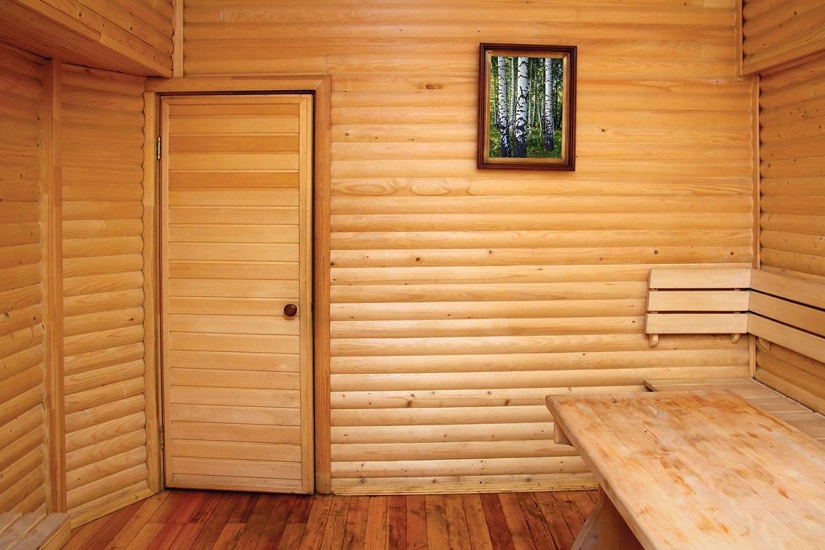 Дверь из вагонки обладает отличными эстетическими и эксплуатационными качествами