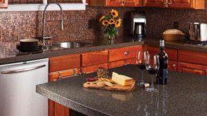 Что следует учитывать при выборе материала для кухонного фартука