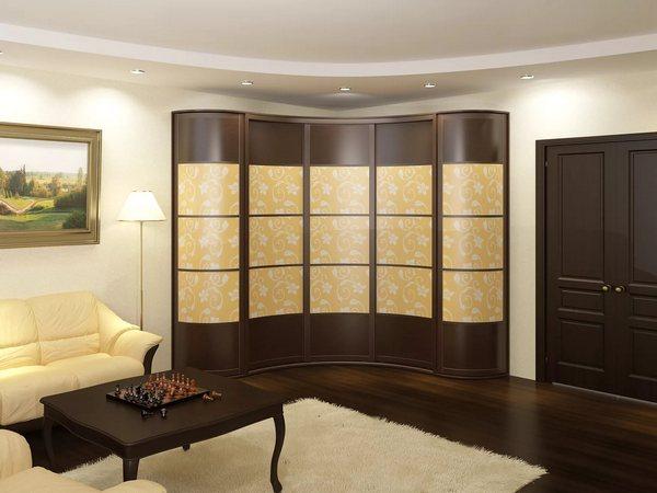 Угловые радиусные шкафы позволяют максимально задействовать пространство пустующего угла