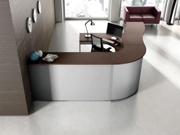 Столы, кресла, стулья, диваны и столики должны отличаться основательностью и долговечностью