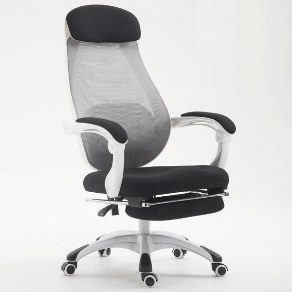 Оптимальный выбор – стул со спинкой под 90 градусов и подлокотниками для разгрузки мышц шеи и спины сотрудника.