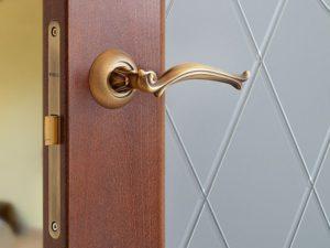 Многообразие цветовой гаммы позволяет вписать межкомнатные двери в любой стиль интерьера