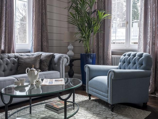 Искусственные растения в дизайне интерьера гостиной