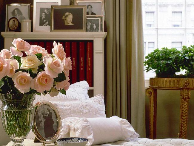 Искусственные розы в дизайне интерьера