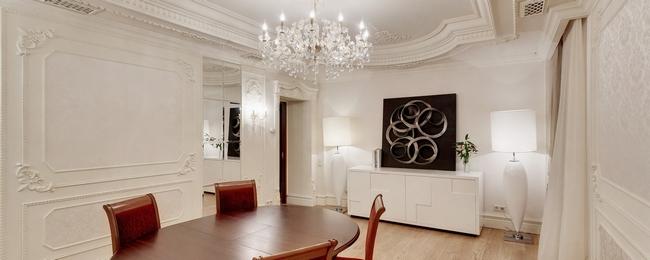 Лепнина на стенах может сделать интерьер более уютным и красивым