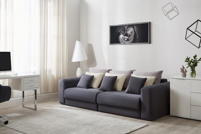 Диван должен выглядеть уместно и стильно в интерьере любого помещения