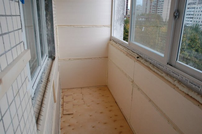 Утеплённый балкон является неотъемлемой частью современной квартиры