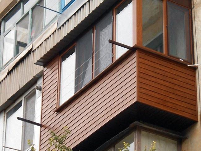 Внешняя отделка фасада лоджии или балкона играет немаловажную роль в оформлении жилища