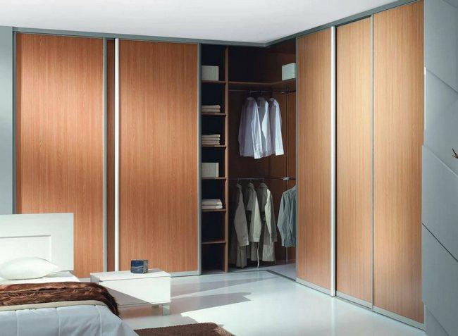 Угловой шкаф-купе можно вписать в любой интерьер исходя из размеров и вкусовых предпочтений заказчика