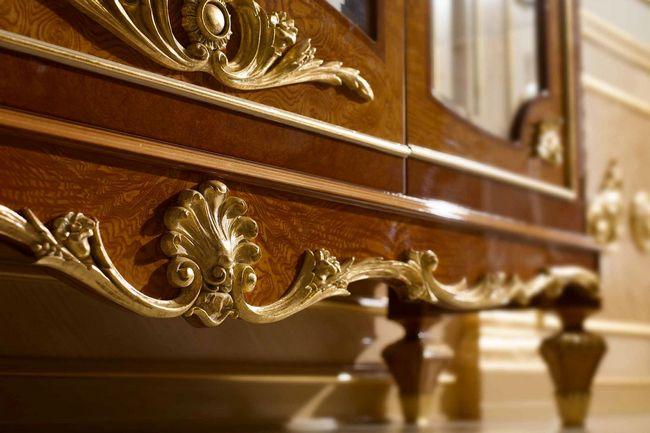 При создании резного арнамента и отделки действуют выдающиеся методы, благодаря чему элитная мебель наделена королевским внешним видом