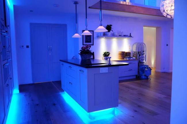 Освещение исполняет важную роль на кухне, и благодаря ему вы легко сможете преобразить ее внешний вид