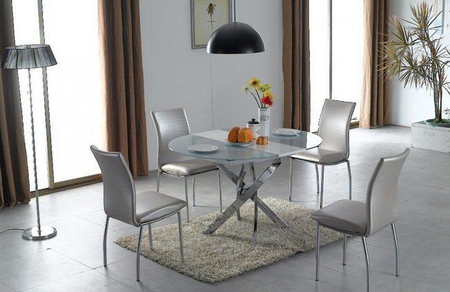 Кухонный стол и стулья оригинально смотрятся и в интерьере гостиной